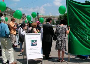 Solidaritätskundgebung des LFR für die iranische Frauenrechtsbewegung 2009 auf dem Schloßplatz in Stuttgart